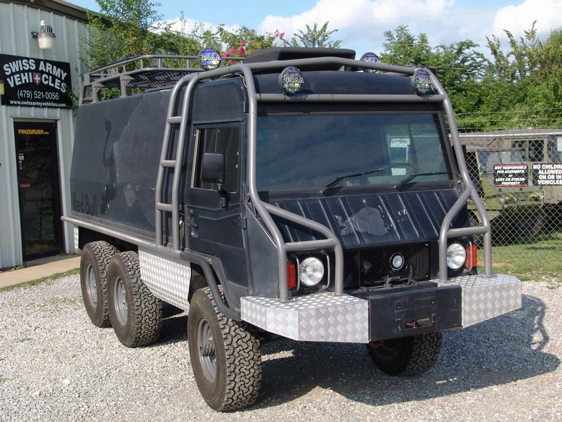 Pinzgauer 712  Red Bull